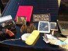 Polícia Militar prende irmãos com arma, munições e drogas