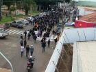 Manifestantes se reúnem na Praça da República em Paranaíba