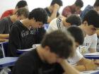 70% dos alunos usam celular nas atividades escolares