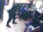 Ladrões invadem empresa de reciclagem e fazem clientes e funcionários reféns