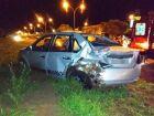 Depois de bater em carro parado, homem cobre placa de veículo envolvido em acidente