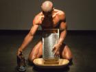 Artista cobre genitália com imagem de N. Sra. Aparecida e depois destrói