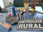 Foragido da Justiça e seu amigo mantinham arma e munições em assentamento rural