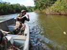 Pescadores são flagrados no Rio Sucuriú e multados em R$ 2 mil