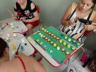 Professores e funcionários confeccionam brinquedos para alunos de CEI