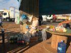 Moradores apoiam protesto de caminhoneiros e doam água e alimentos