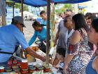 Casal estrangeiro provoca confusão na feira livre de Três Lagoas