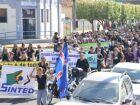 Trabalhadores em educação participam de manifestação e aulas são suspensas