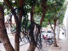 Fios soltos geram risco a moradores em Paranaíba