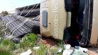 Motorista fica ferido após carreta tombar em rodovia