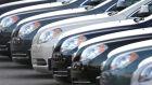 Fábricas abandonam carros 'pelados'