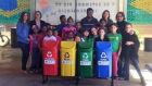 Projeto Educar para reciclar doa seletores de lixo à escola