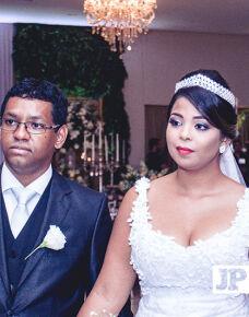 O Papilo Eventos foi o cenário no dia 20 de maio, da união de Evelin e Lucas. O casamento marcou o início de uma vida em comum entre eles e reuniu amigos e familiares.
