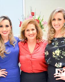 As três irmãs e médicas Aline Alves Moreira, Lilian Alves Moreira e Vivian Alves Moreira inauguraram a Clínica Dherma, localizada na rua Munir Thomé, número 2.170, no Centro de Três Lagoas. As consultas podem ser agendadas pelo telefone: (67) 3522-8676.