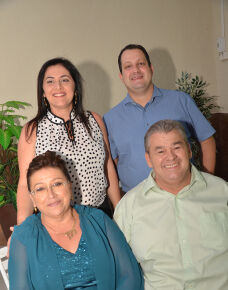 O último sábado, 20 foi de muitas emoções para casal Simone Souza Lima da Costa e Sebastião Roberto José da Costa, que juntos comemorarão 40 anos de um feliz casamento.