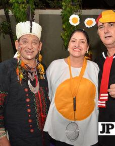 O casal Elisandra Cristina Domingos e Marcão Vinicius promoveram neste carnaval uma noite de muita festa. A ocasião reuniu amigos e familiares em uma noite muito animada.