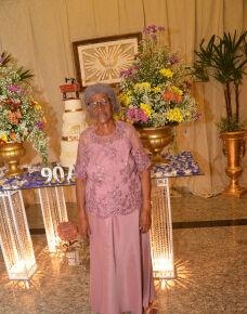 A noite de sábado, 17  foi de grandes emoções para, Antonia de Oliveira de Souza que brindou com uma bela festa e muita alegria, seus 90 Anos de vida muito bem vividos.