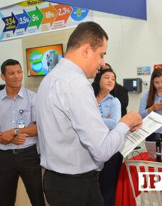 Foi inaugurada nesta sexta-feira a primeira loja Gazin de Três Lagoas, o evento que aconteceu nesta manhã contou com a presença do Gerente Regional Leandro Santiago e do Gerente de Três lagoas Moises Thiago de Queiroz.  Avenida Clodoaldo Garcia 1075.