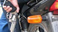 Loja em Aparecida do Taboado é assaltada por dupla em moto