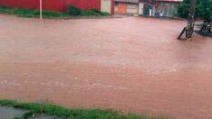 Sem drenagem, chuvas alagam ruas de Três Lagoas