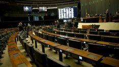 Câmara adia votação da MP que prorroga contratos de concessões