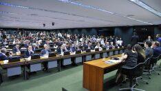 Comissão da Câmara aprova relatório da reforma trabalhista