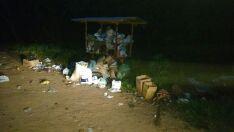 Moradores reclamam de mau cheiro e de lixeira superlotada em Três Lagoas