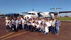 Durante passeio, alunos da Apae embarcam em voo