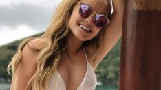 Larissa Manoela posa de biquíni e fãs apontam silicone