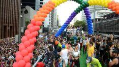 Parada do Orgulho LGBT lota Avenida Paulista