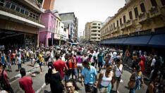 53% dos brasileiros pretendem diminuir gastos em agosto