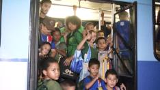 Ônibus escolar lotados transportam crianças em Três Lagoas