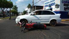 Motorista ignora sinalização e causa acidente no Santo Antônio