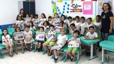 Alunos de 5 e 6 anos aprendem sobre jornal impresso em escola