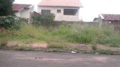 Moradores da Vila Nova reclamam de lixo em terreno abandonado
