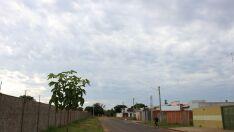 Quinta-feira amanhece com sol entre nuvens e previsão é de mais calor e chuva