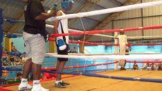 Atletas de TL disputam 'Primeira Hora' de boxe