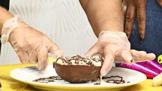 Aprenda a fazer um ovo de chocolate de colher