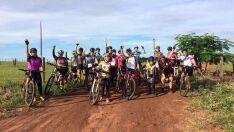 Grupo feminino de ciclistas realiza passeio no Dia da Mulher