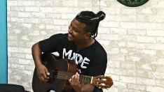Conheça o cantor Pele Negra no programa 'A Casa é Sua'