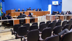 Vereadores derrubam vetos do prefeito a projetos de lei