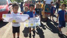 Alunos de escola municipal participam de passeata contra o bullying