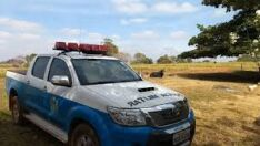 Polícia encontra veículo com produtos furtados de fazenda