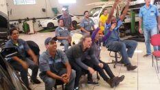 Torcedores de folga lotam restaurantes para jogo e funcionários se reúnem em empresas