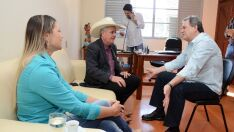 De botina e chapéu, Guerreiro diz que faz o maior sucesso na capital federal