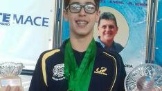 Atleta prodígio se destaca na final do Estadual de natação