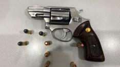 Homem é preso com arma de fogo após ameaça