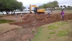 Trinta e seis caminhões de areia são retirados de caixa de contenção