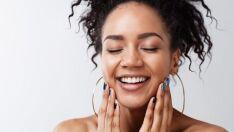 Dê adeus ao brilho! 3 dicas para evitar a oleosidade na pele