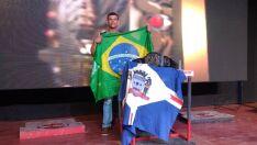 Três-lagoense vence campeonato de luta de braço na Bolívia